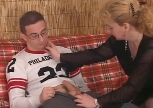 Mom in black nylons blows her son on the knees
